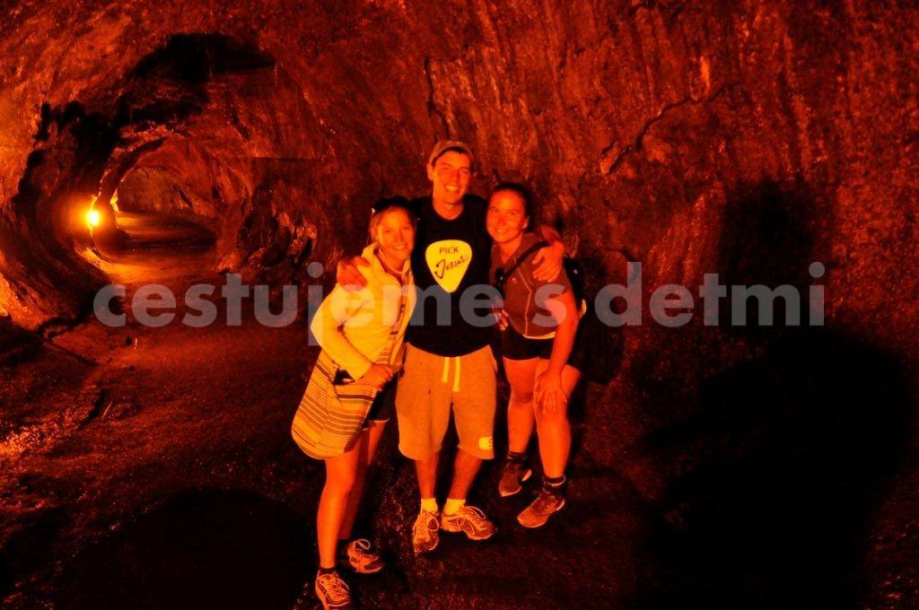 lávová jeskyně - Klára, Stephen a Andy
