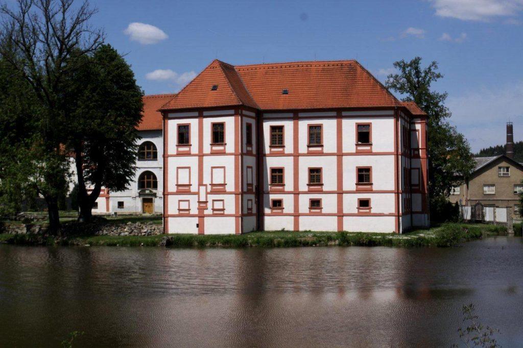 zámek Horní Cerkev