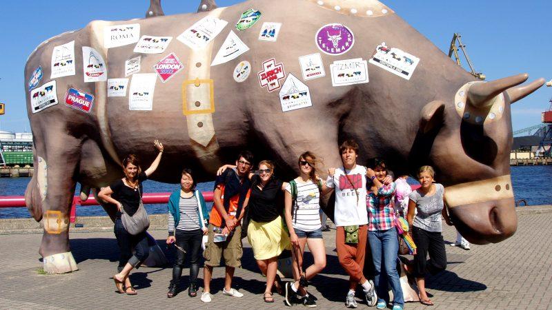 naše skupina před hlavní krávou :)