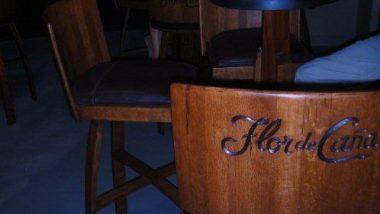 z vyřazených sudů se dělá i originální nábytek