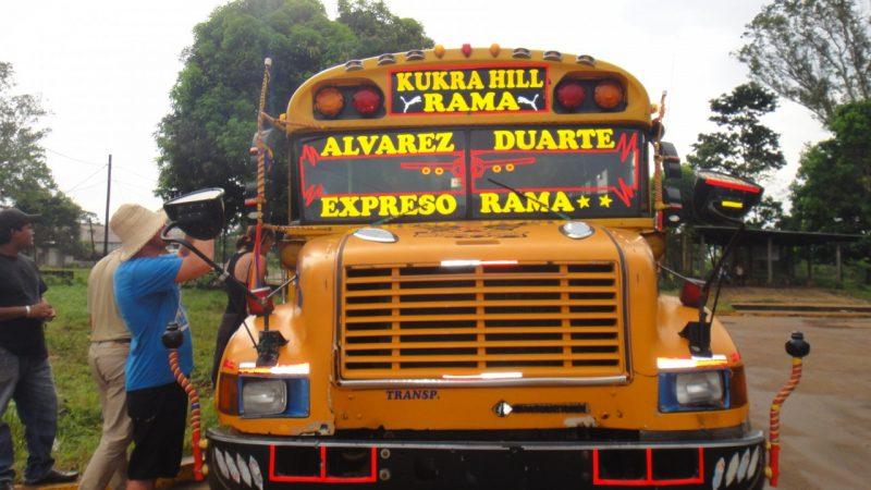 vyřazené autobusy amerických škol fungují jako místní linkové autobusy