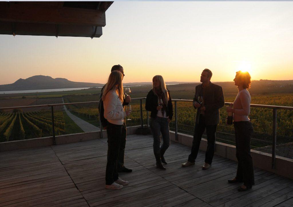 terasa vinařství s překrásným výhledem, zdroj: www.sonberk.cz