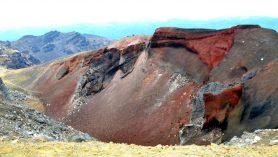 Cerveny krater v Tongariro crossing