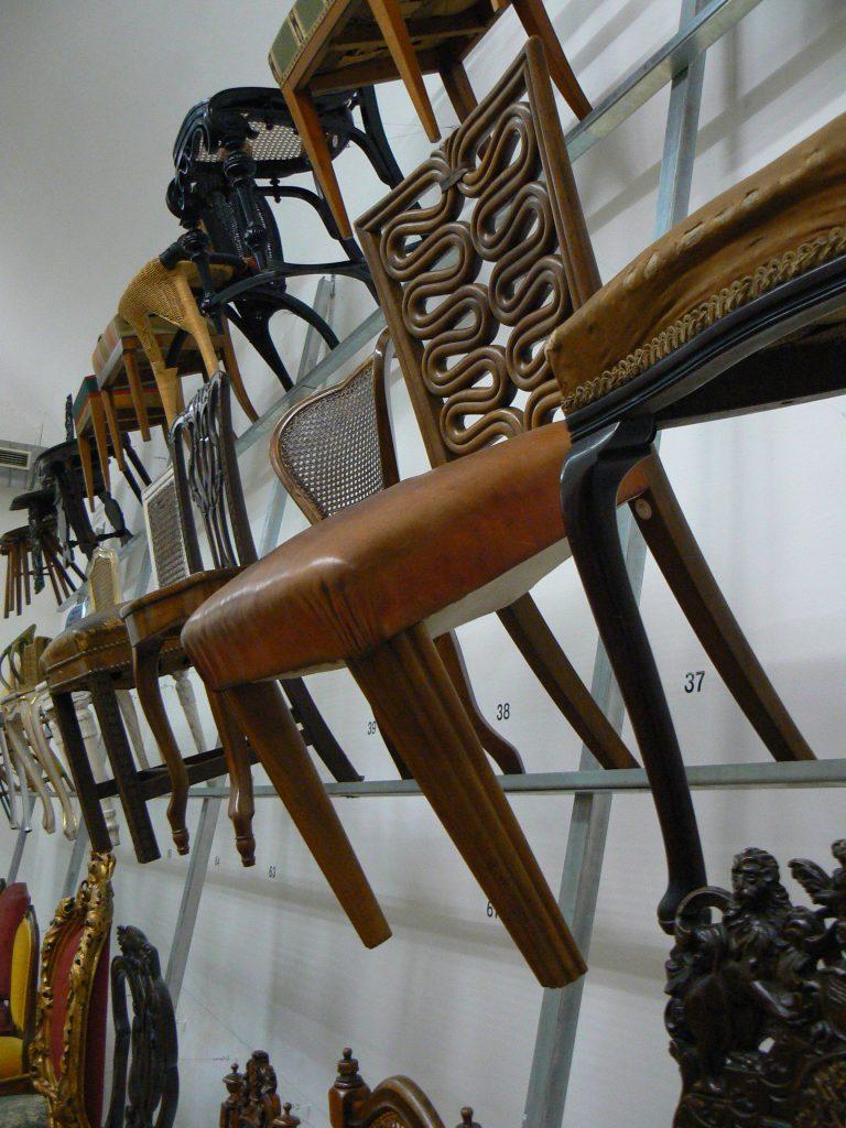 sbírka židlí