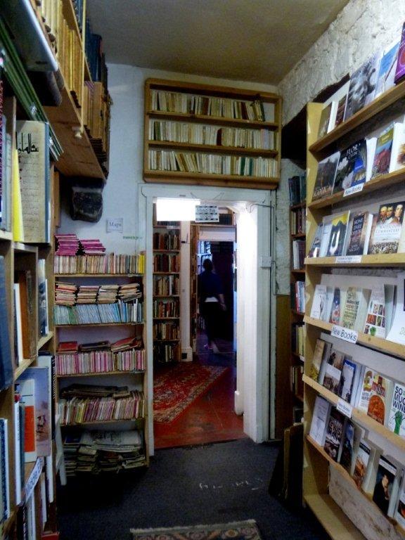 interiér největšího knihkupectví ve Skotsku