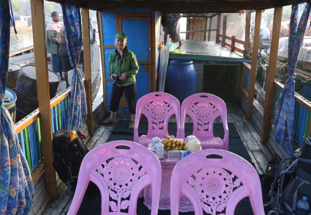 nanaší lodi s růžovými křesílky- ze Sitwe - Mrauk-U