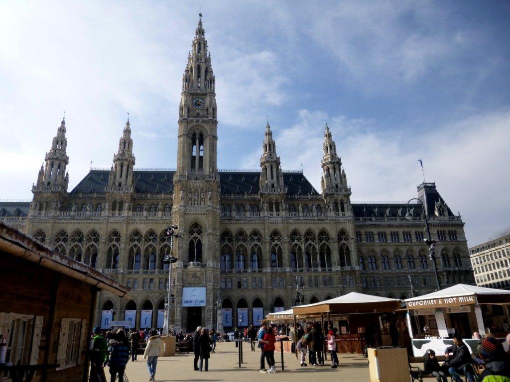 Bruslení před vídeňskou radnicí