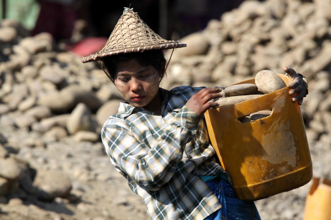 ruční kutání kamene Barma