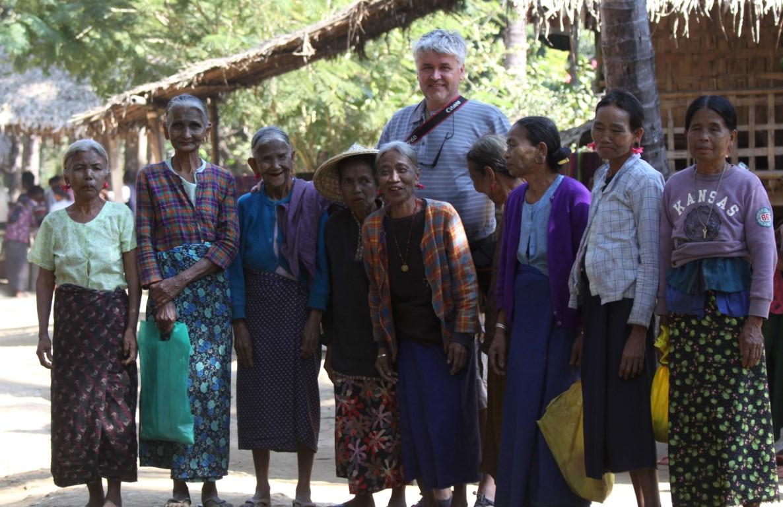 s poslední generací tetovaných žen v Barmě