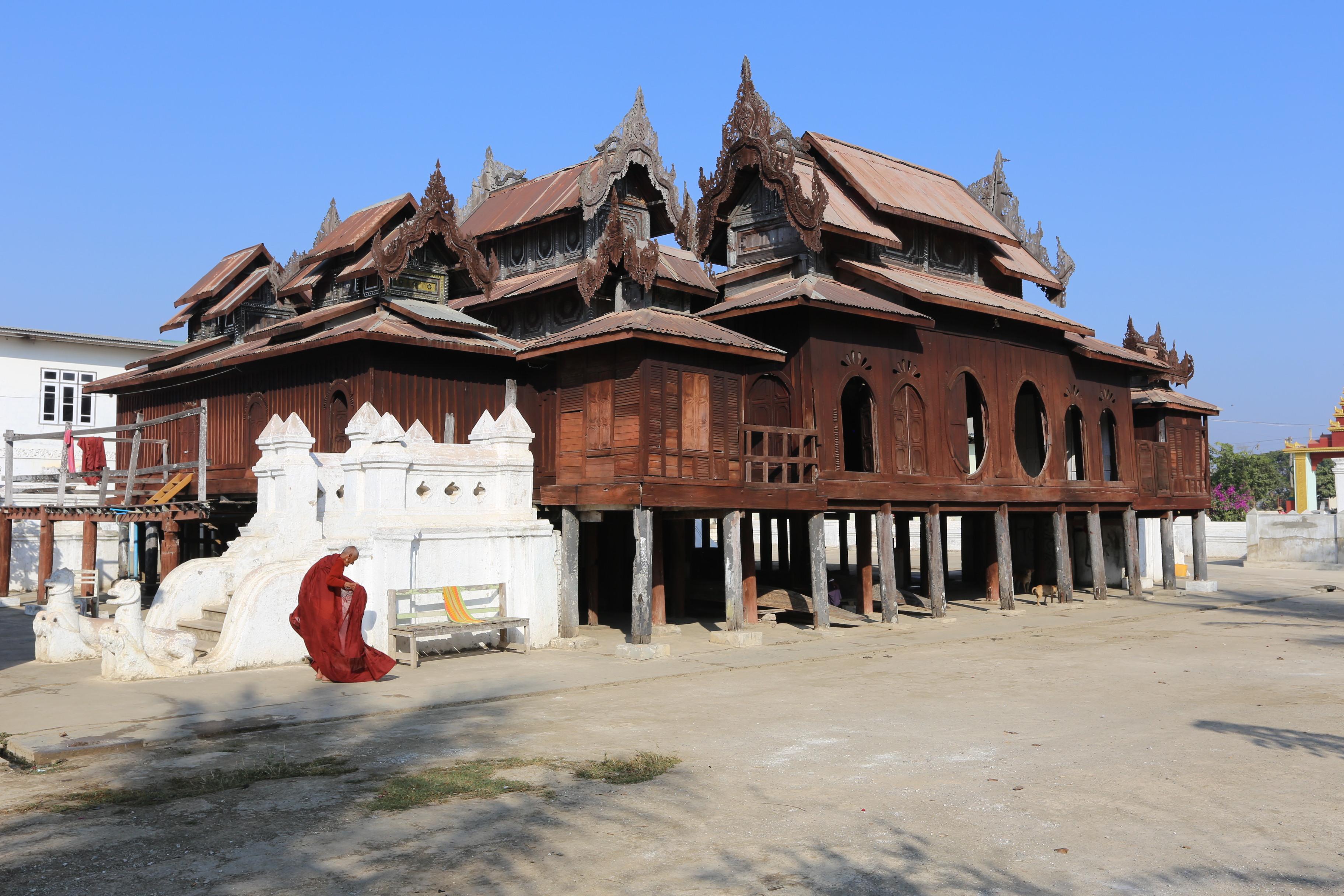 Teakový klášter Shwe Yan Pyay ( Shwe Yaunghwe Kyaung