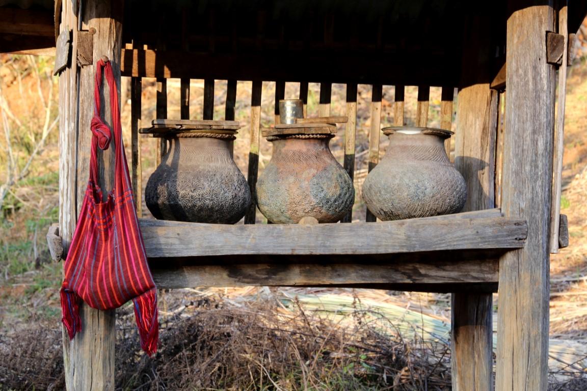 barmské nádoby na vodu - pro poutníky