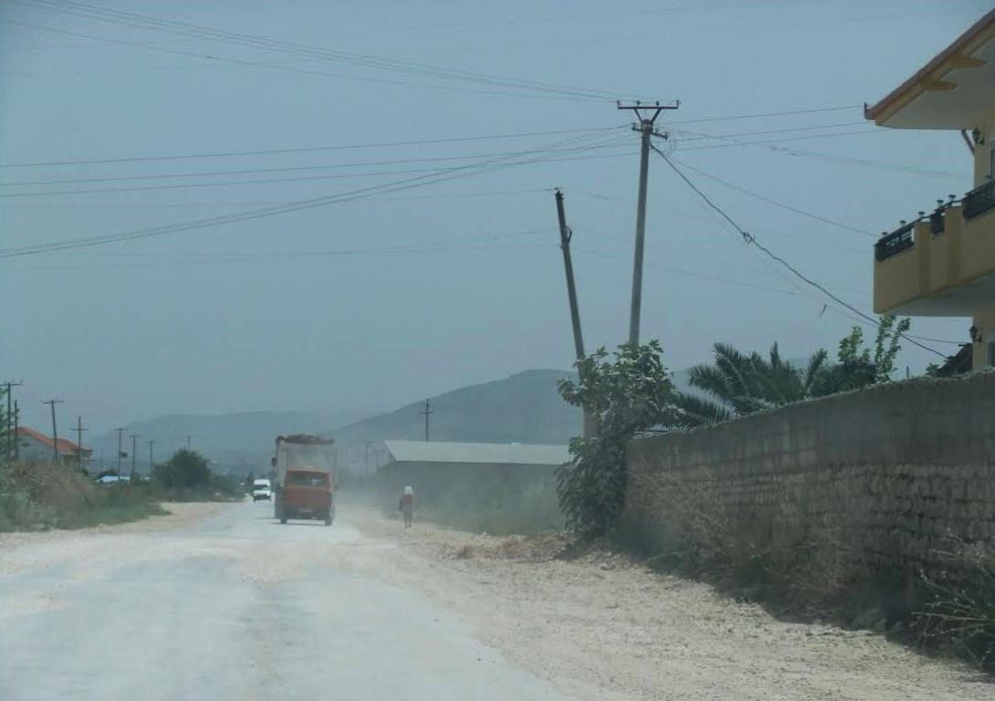 prašná cesta v Albánii