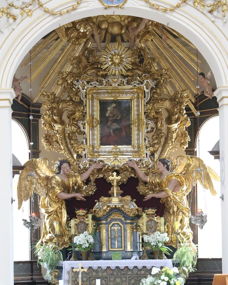 Poutní kostel Panny Marie na Chlumečku v Luži