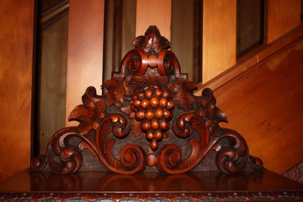 nábytek ze dreva Kauri
