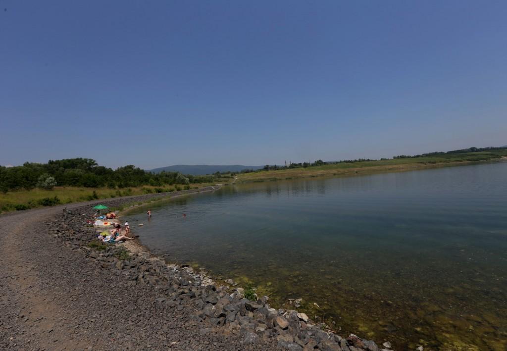 Jezero Milada - z druhé strany od plážeo Milada