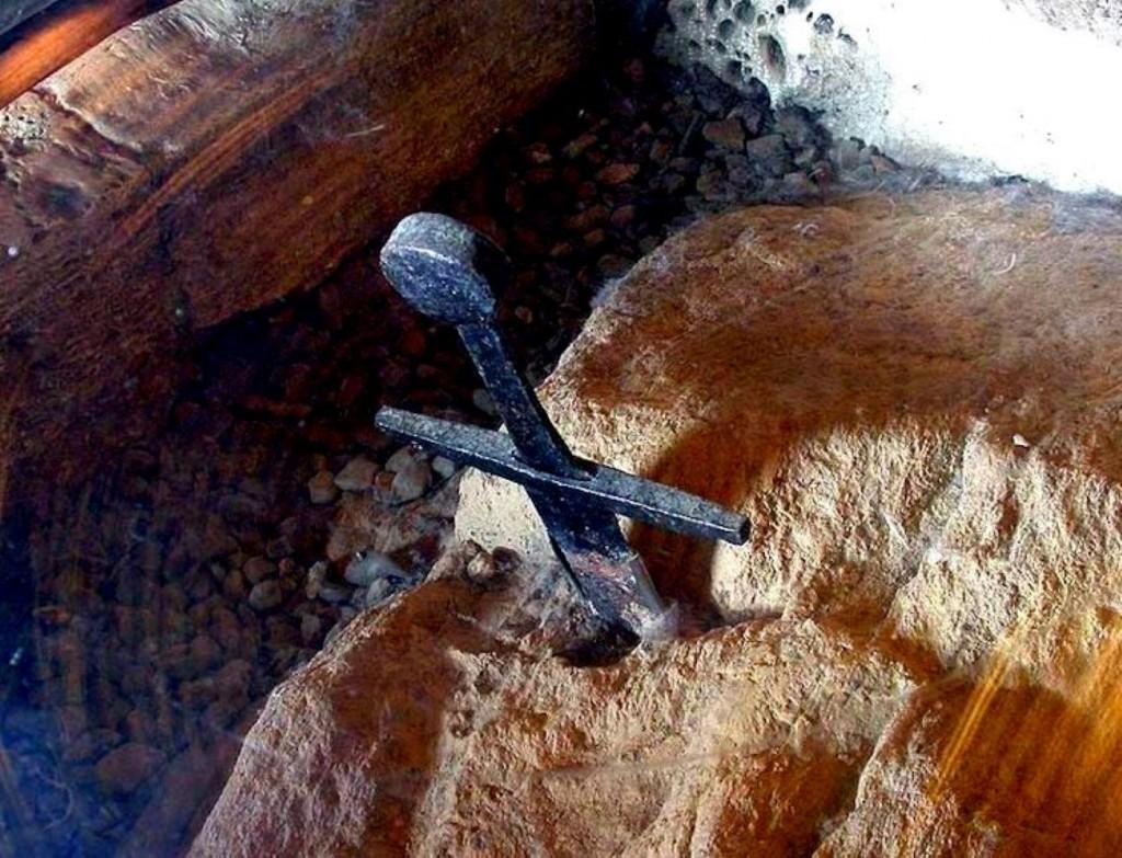 Meč v kameni Pieve di Montesiepi
