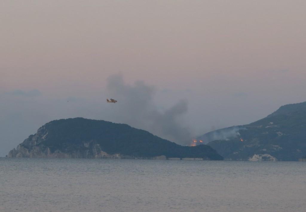 hoří na Zakynthosu
