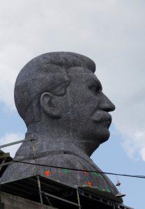 Maketa Stalina na Letné pro film Monstrum