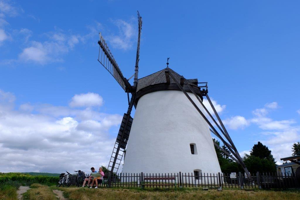 větrný mlýn nad Retzem