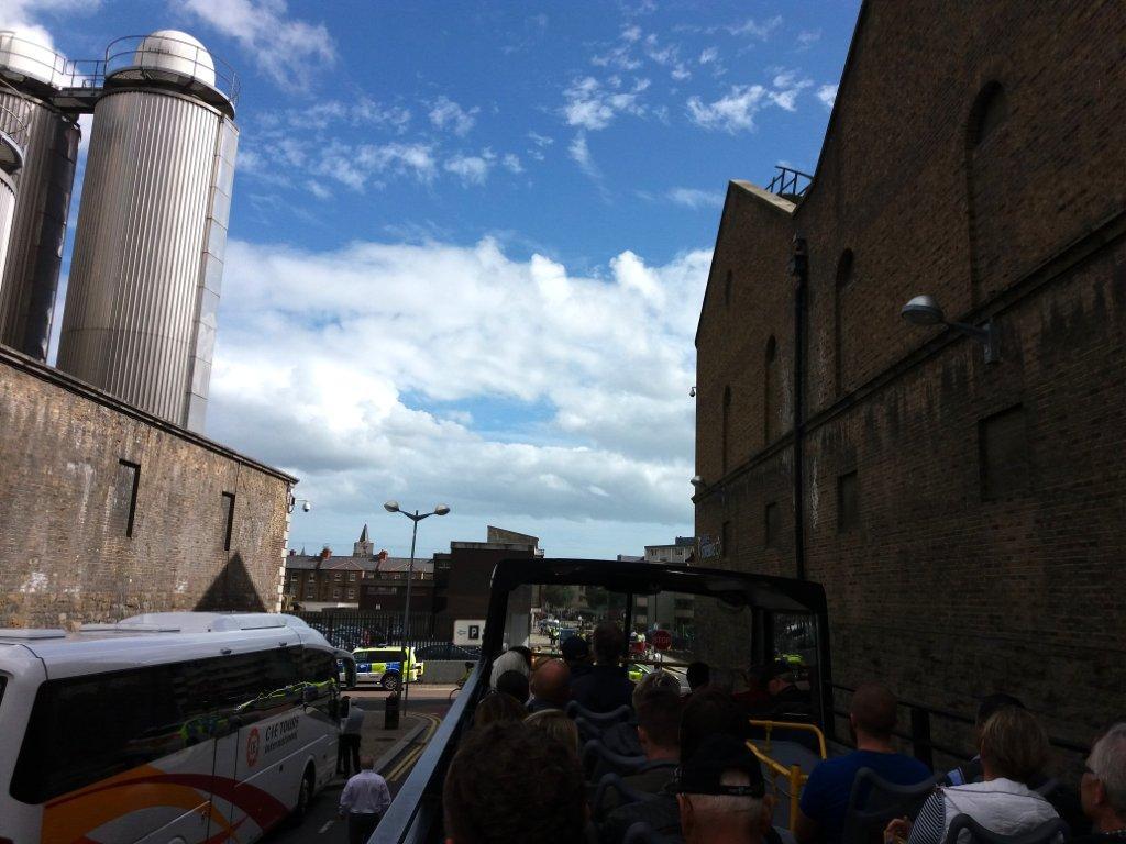 ze střechy autobusu