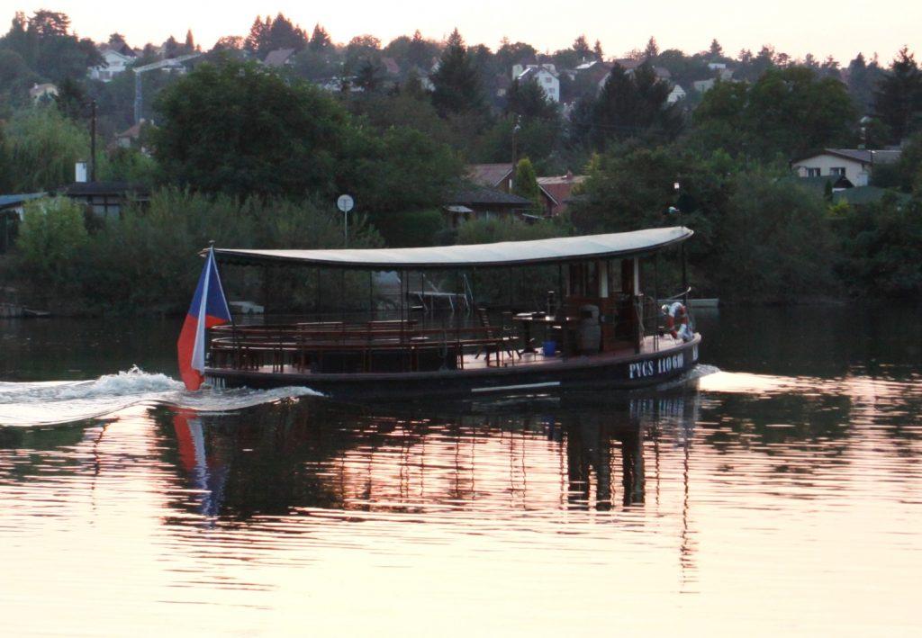 loď KAZI