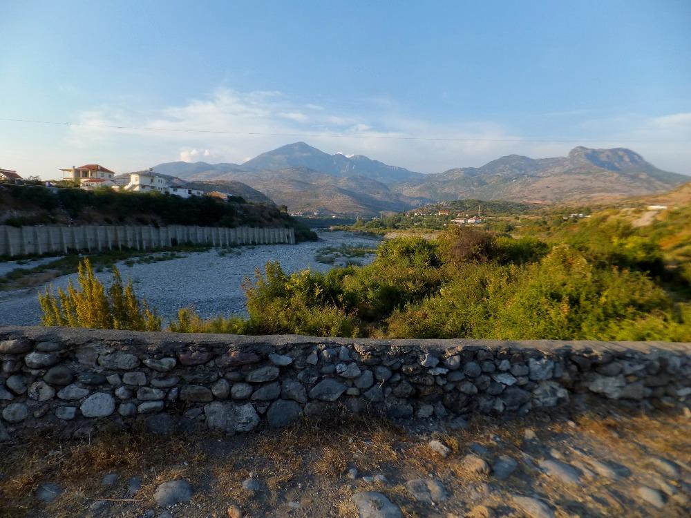 Mes Bridge, Albánie