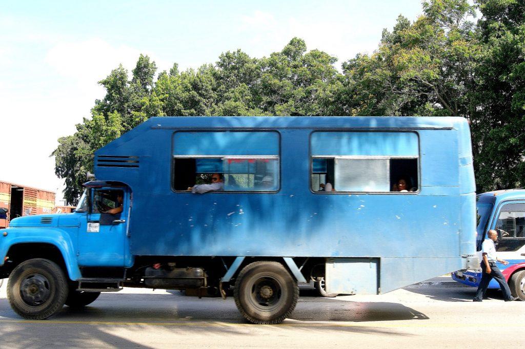 Monumento a la Toma del Tren Blindado, Santa Clara, autobus