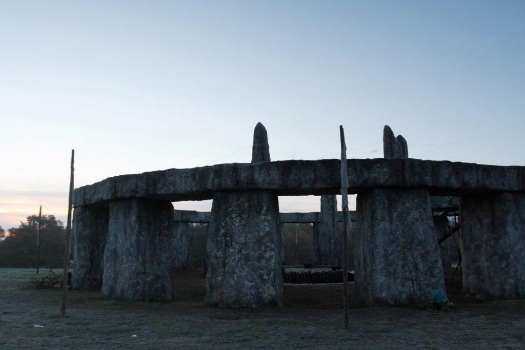 Kopie Stonehenge v Česku. Společnost Film United ve spolupráci s barrandovskými ateliery