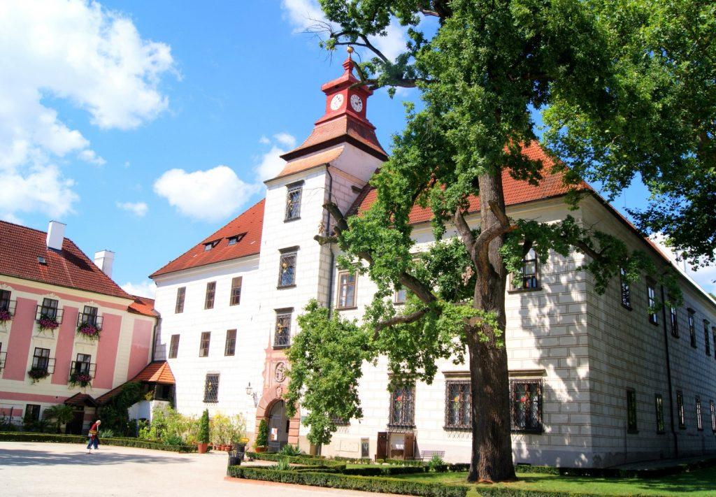 Třeboňský zámek, Velké nádvoří