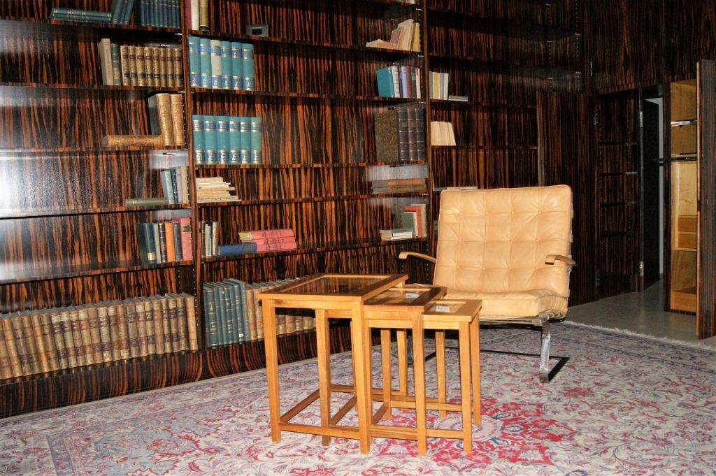 knihovna, použitý makassarský eben